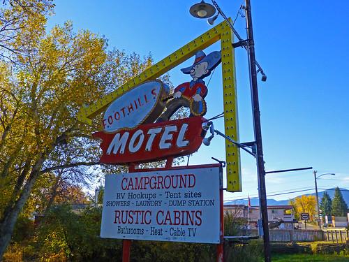 Dayton, WY Foothills Motel arrow sign
