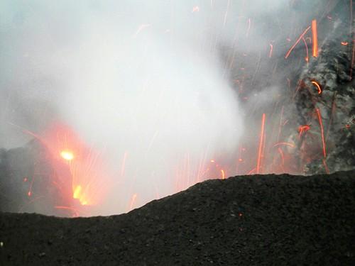 Explosion in Mt Yasur crater - Tanna Island