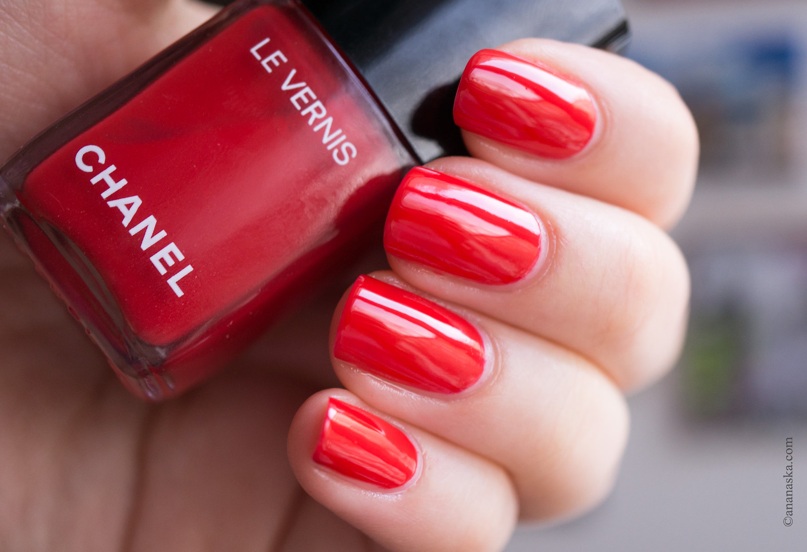 Chanel Le Vernis Longue Tenue 546 Rouge Red
