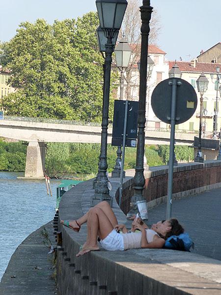 sieste au bord de l'Arno