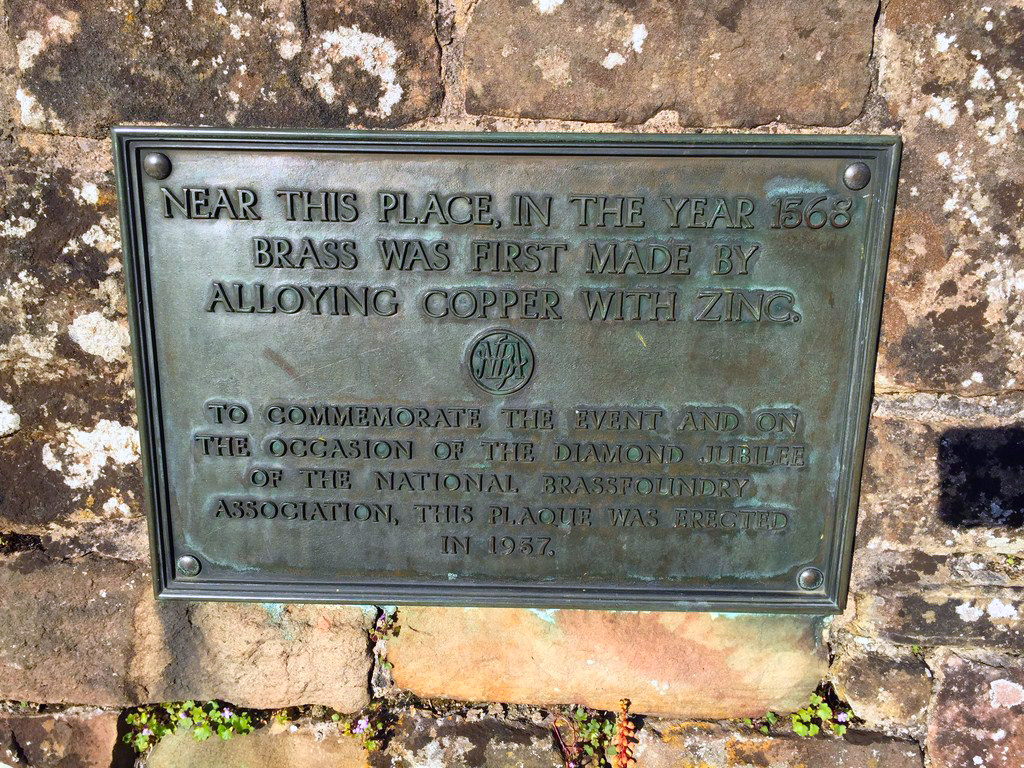 Cerca de este lugar, en el año 1.568, se creó por primera vez el bronce, creado a partir de la aleación de Cobre y Zinc. abadía de tintern, gales - 20529241438 e5f069aac6 o - Abadía de Tintern, Gales