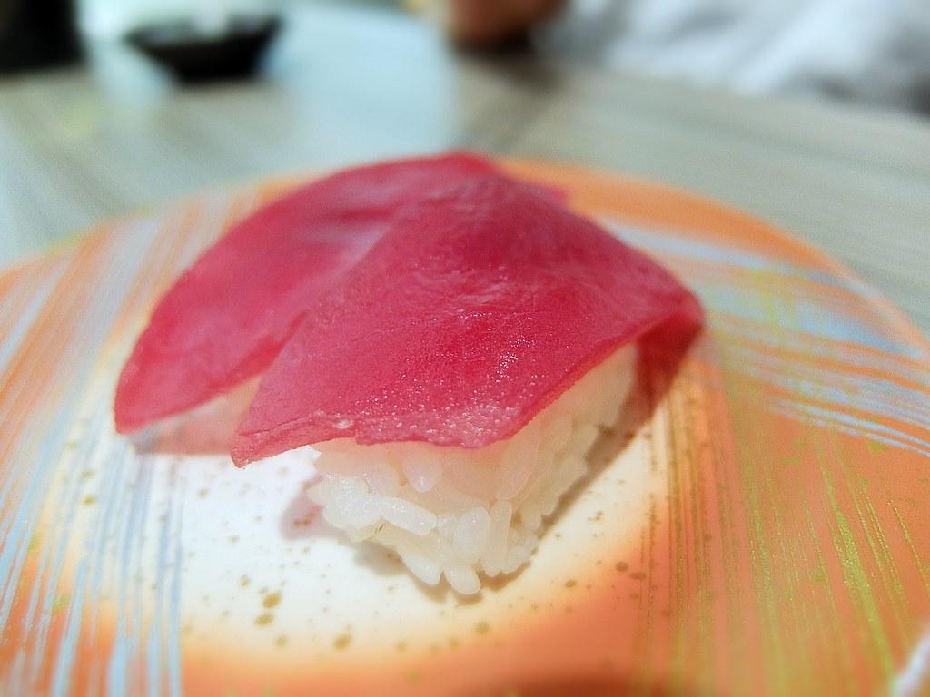 鮪魚握壽司,上頭鮪魚塊頗大塊的