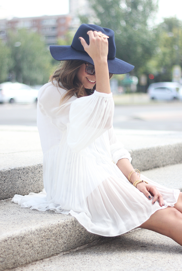Blue Hat WHite Blouse Pink Pale Wedges Outfit02