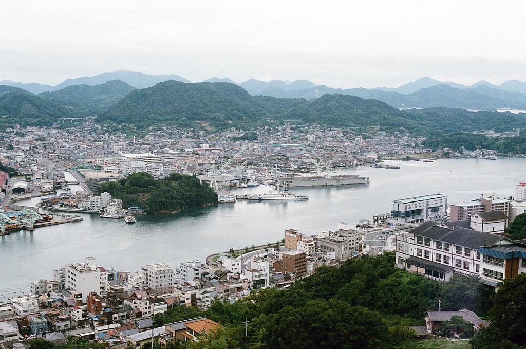 尾道 おのみち Onomichi, Hiroshima 2015/08/30 面向南方向島的方向。  Nikon FM2 / 50mm AGFA VISTAPlus ISO400 Photo by Toomore