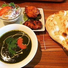 sapna lunch (salad, tandoori chicken, mutton spinach curry, naan & chai) with friends♡  #tartannady #toyonaka #osaka #curry #タータンナディ #豊中 #大阪 #カレー