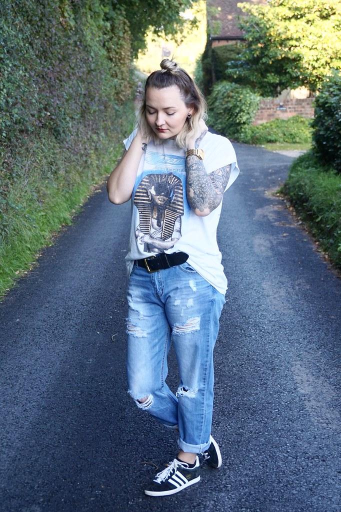 zztop,vintage band t-shirt,vintage zztop t-shirt,katelouiseblog,adidas gazelle,boyfriend jeans,topknot,