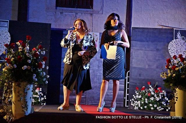 Grande successo per la seconda edizione di Fashion sotto le stelle-le presentatrici Lia  Cellamare e Maria Giovanna La Bruna