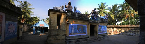 Polla Pillaiyar shrine (left) and Entrance to Shiva shrine