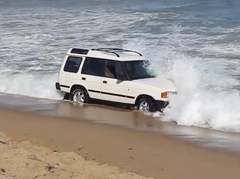 Land Rover bogged in Mandurah