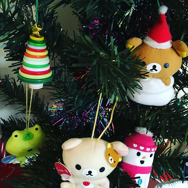 Finally made my button tree from Day 3 - it's so cute! Took me 3 attempts because there are no instructions and my brain isn't at full capacity this time of year.