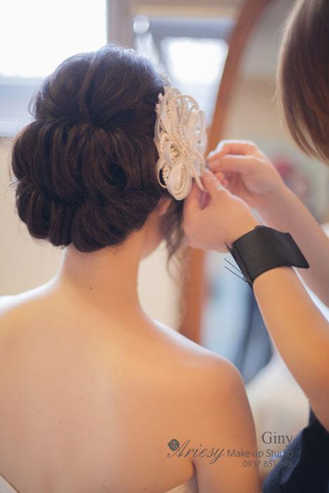 Giny,台北新娘秘書,Ariesy造型團隊,君悅酒店,自然清透妝感,推薦婚宴造型,蓬鬆線條盤髮,旗袍造型,鮮花造型,歐美手工飾品