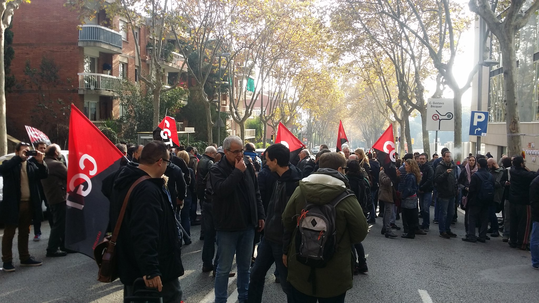 Sindicalistes de CGT concentrats davant de l´Institut Català d´Avaluacions Mèdiques(ICAM) a Barcelona