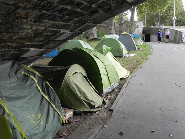 A Paris, les réfugiés campent Quai d'Austerlitz