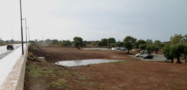 Il canale di cemento dopo l'acquazzone del 20 settembre, con un laghetto proprio davanti alle depandance porto turistico polignano