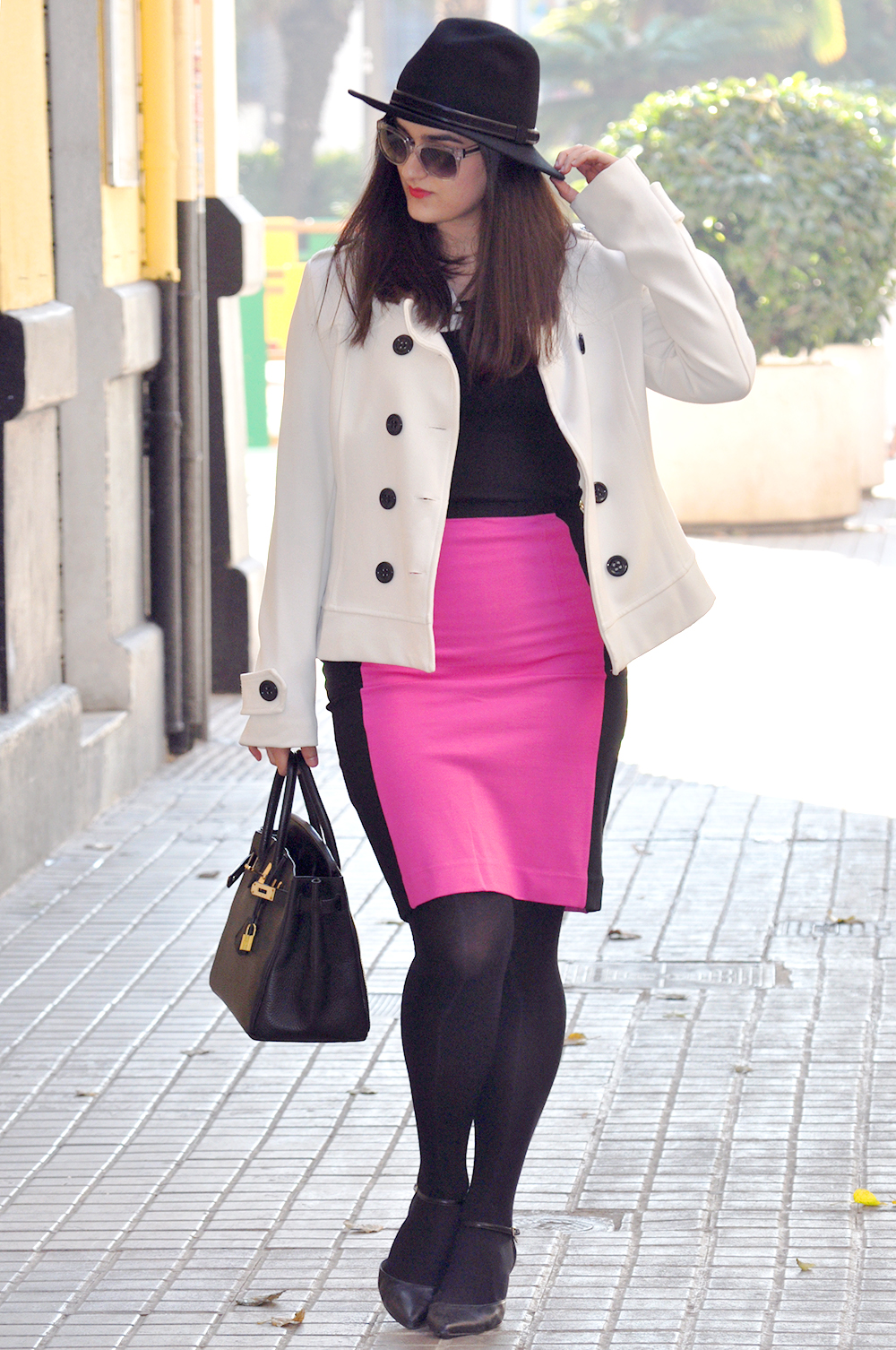 valencia spain blogger moda fashion, somethingfashion amanda ramon, pink skirt pencil beloved white coat hermes birkin streetstyle, streetsyle fedora hat with skirt and coat transparent sunglasses fashionable cool outfit