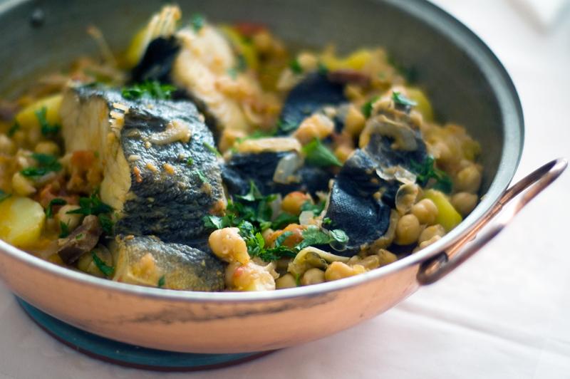 Cataplana de bacalhau com grão