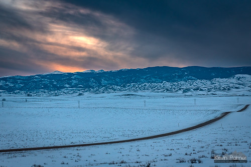 buffalo wyoming lakedesmet winter january cold snow snowy evening sunset colorful orange sky clouds nikond750 tamron2470mmf28 road foothills bighornmountains