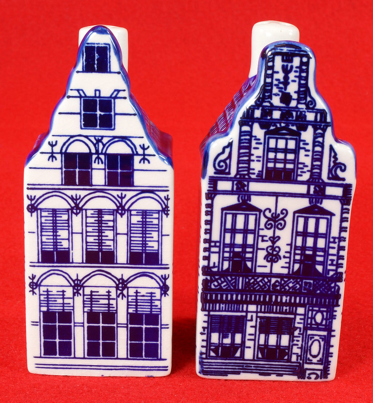RD9063 Delft Blue ELESVA CANAL Ceramic House Set of 2 Classic Vintage Salt Pepper DSC08459