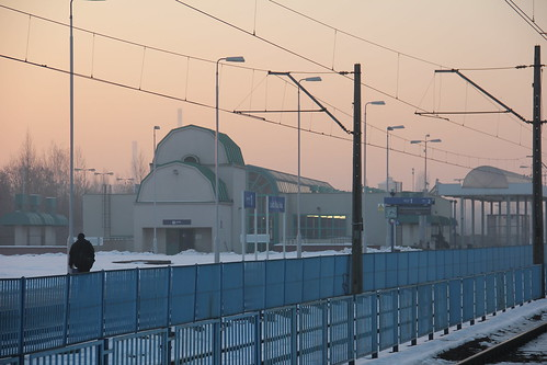 łódź poland polska railroad railway rail pkp station łódźkaliska tracks platforms building architecture modern d2914 d2915 d2925 dawn sunrise morning winter snow łódzkie canon canoneos550d canonefs18135mmf3556is