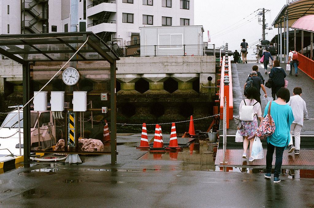 広電宮島口 広島 Hiroshima 2015/08/31 回到廣島,紀錄一下時間。  Nikon FM2 / 50mm AGFA VISTAPlus ISO400 Photo by Toomore