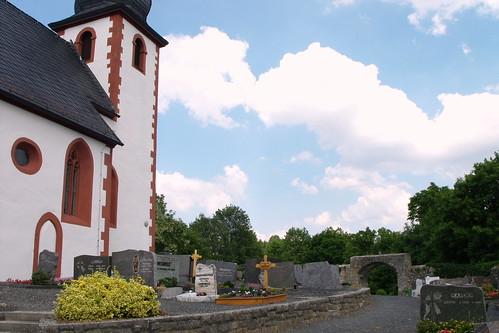 St. Michael, Heustreu, Friedhof