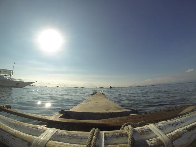 残念ながらこの日はイルカ見れず…最初の目的地バリカサグアイランドに到着