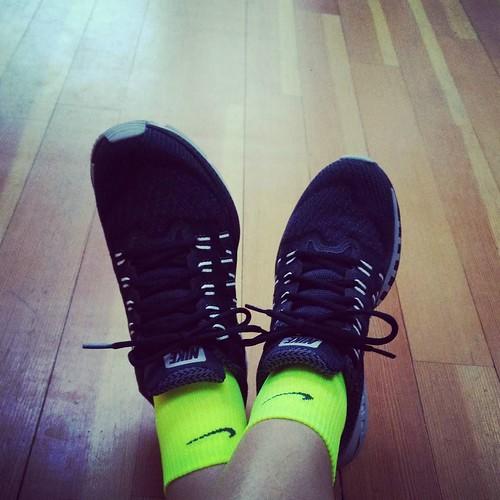 Het werden de zwartjes. Maar wel met flashy sokken. Nu nog een beetje inlopen voor #ploegsteert. #nikeodyssey #run #running