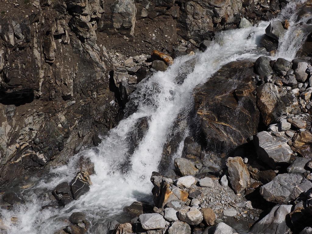 Potok wśród kamieni