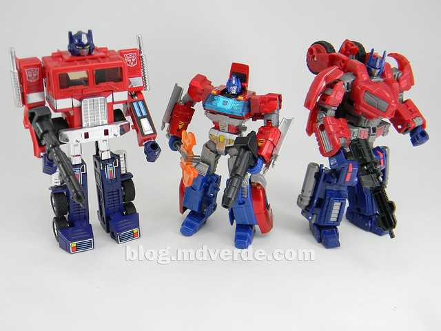 Transformers Orion Pax Deluxe - Generations - modo robot vs G1 vs War for Cybertron