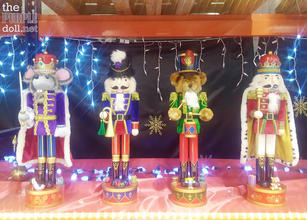 24-inch MS Wooden Nutcracker (P999 95 from P1,299 95)