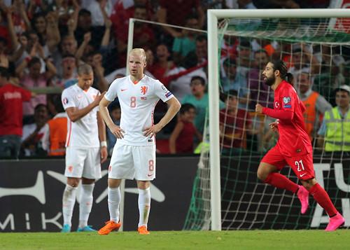 Nederlands อาจพลาดตั๋วไป Euro 2016 ทั้ง 3 หน เหตุ ได้ครบ 4 ทีมแล้ว