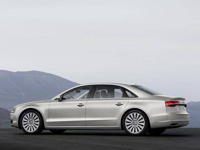 Audi A8 на легкосплавных дисках