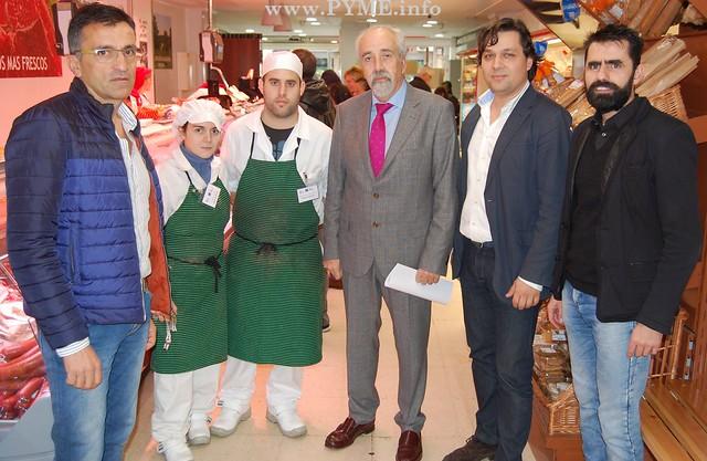 Foto de familia de la visita a las prácticas del Curso de Carnicería y Preparados Cárnicos del ECYL, con la colaboración de AESCARNE.