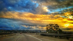 Another dramatic sunset light on my way to work! #losangeles #cali #simivalley  #118FWY #driving #motion #sunset #dramatic #colorful #cloudy #beautifulsky