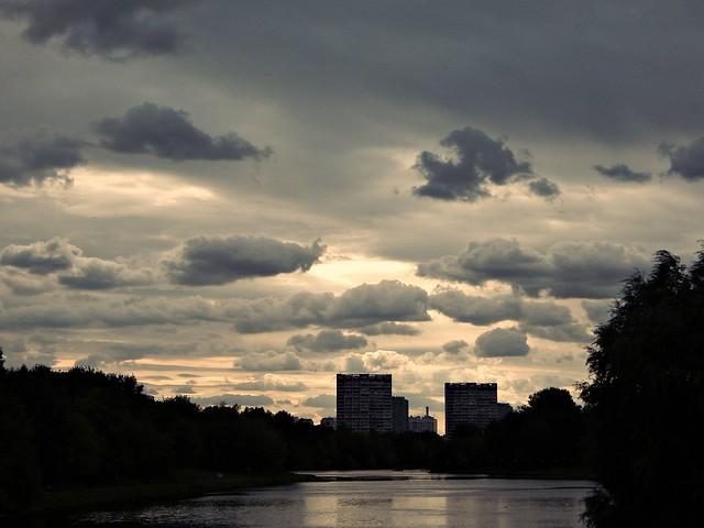 облака над кузьминским прудом | ХорошоГромко.ру