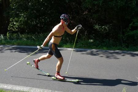 Petr Knop v přípravě na běžkařskou sezonu: série soustředění i výběh na skokanský můstek