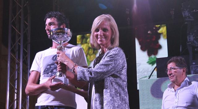 Rutigliano- Sagra dell'uva- vincitori dei concorsi-Consegna premio la cons. Donatella Lamparelli