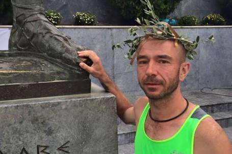 Jsem šťastný, volal Brunner v cíli úmorného řeckého ultramaratonu
