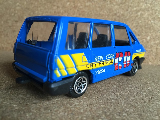 Guisval Spain - Renault Espace MPV - New York City PD Police Patrol - 1:43 Scale -  Die Cast Metal Miniature Scale Model Emergency Services Vehicle