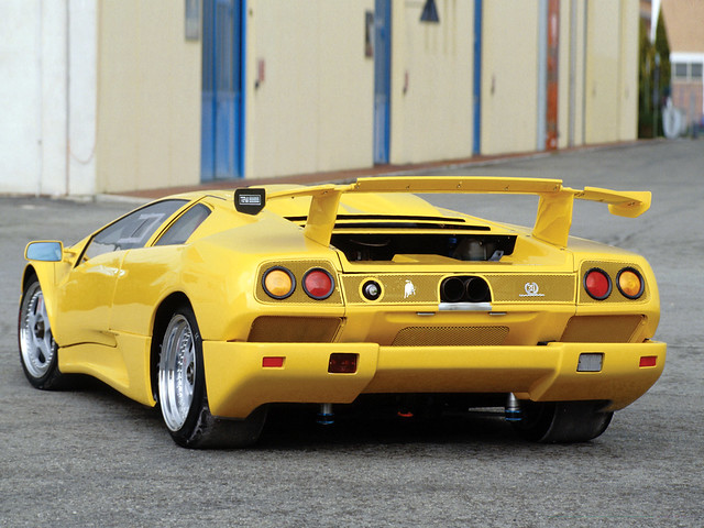 Желтый Lamborghini Diablo SE30 Jota R. 1995 год