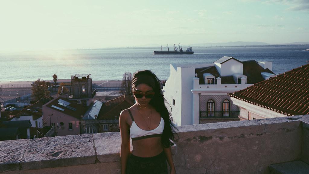 Ванесса Хадженс — Фотосессия для «Find Your California» 2015 – 98