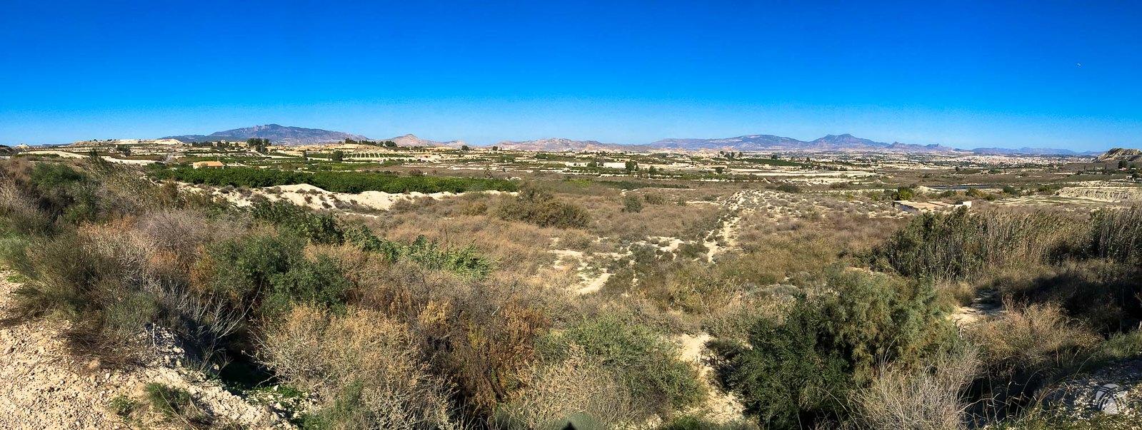 Aspecto del gran llano por el que discurre la vía verde entre Molina y Mula