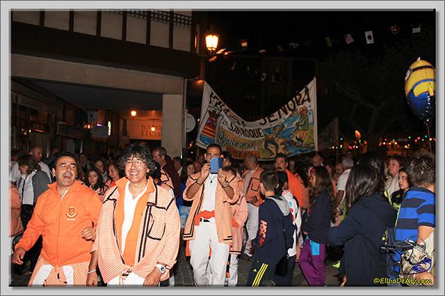 Minuto de silencio en memoria de Pedro Villar y desfile de peñas (4)