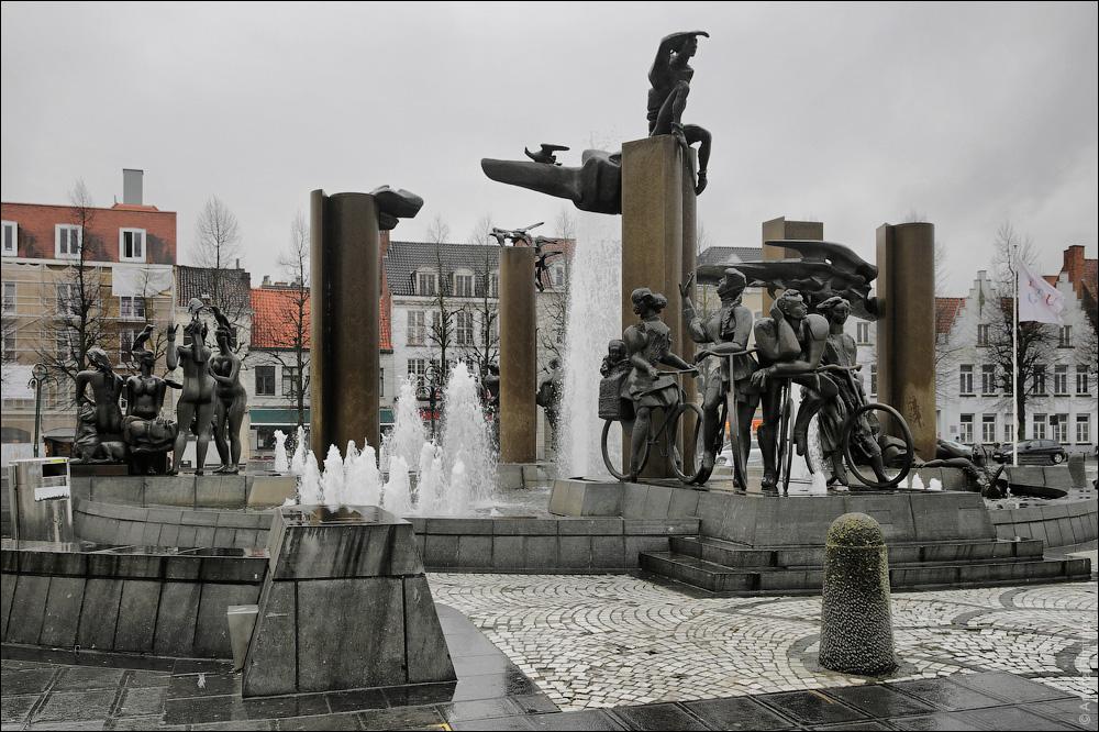 Фонтан на площади Т-Занд