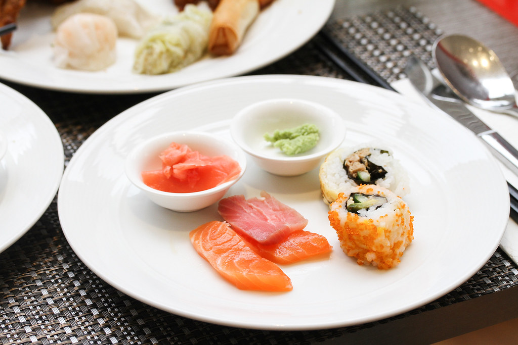 Atrium Restaurant: fresh sashimi and sushi
