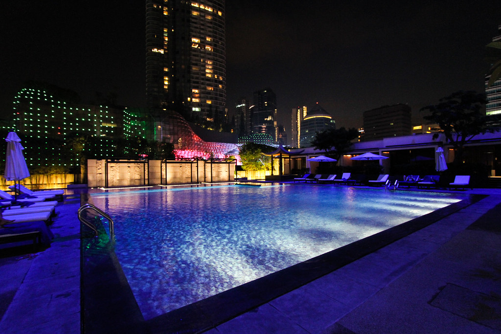Singapore Marriott Tang Plaza Hotel Pool at night