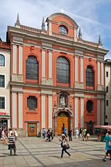 München - Fußgängerzone Innenstadt (02) - Bürgersaalkirche