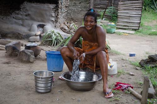 ashanti ghana woman washing portrait africa westafrica
