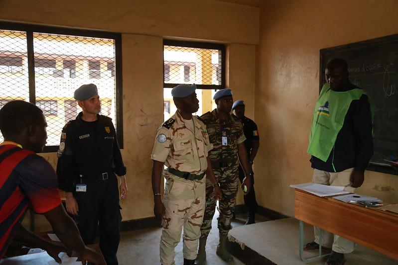 Intervention militaire en Centrafrique - Opération Sangaris - Page 21 23727330225_542ac038a3_c