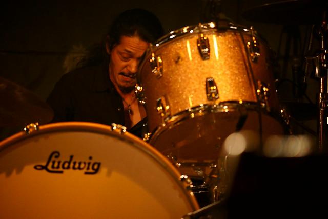 O.E. Gallagher (Taste cover) live at Outbreak, Tokyo, 19 Dec 2015. 200